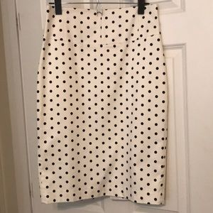 While pencil skirt with black polka dots